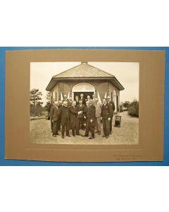 Foto van het gemeentebestuur van Amerongen, 40-jarig jubileum van wethouder Versteegh, 1931