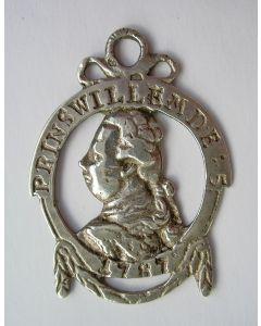 Orangistisch draagteken met de afbeelding van Stadhouder Willem V, 1787