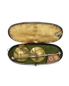 Muntweegschaal voor guineas, in doos,19e eeuw