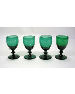Vier groene rijnwijnglazen, vroeg 19e eeuw