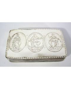 Zilveren tabaksdoos met allegorische voorstellingen, D.H. Weissich, Middelburg, 1826