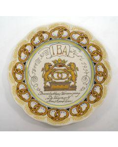 Herinneringsbord 70-jarig bestaan Amsterdamse Broodbakkers Vereeniging 'De Voorzorg' (IBA), Plateelbakkerij Zuid Holland Gouda 1914