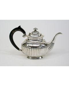 Klassieke zilveren theepot