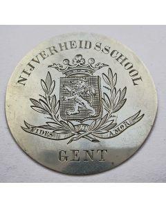 Gegraveerde zilveren prijspenning op naam van Louis van Dalsum, Gent 1876