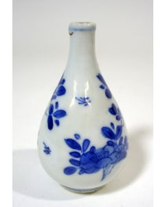 Chinees porseleinen miniatuurvaasje, Kangxi periode
