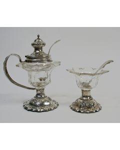 Kristallen mosterdpot en zoutvat met zilveren monturen, 19e eeuw