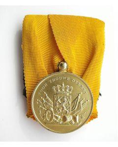 Medaille voor Langdurige Trouwe Dienst bij de Landmacht 'ín goud'.