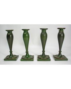 Serie van vier Tole Peinte kandelaars, vroeg 19e eeuw