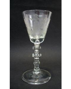 Gegraveerd wijnglas, 'Het welvaaren van de kraamvrau', 18e eeuw