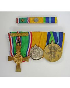 Spang van drie onderscheidingen, met Nieuw Guineakruis, ca. 1962